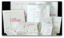 Design in weiß mit pink & grün