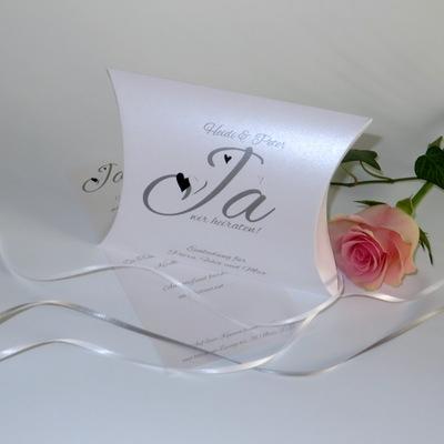 """Hochzeitseinladungsbox """"Herzle"""" schwarz & weiß"""