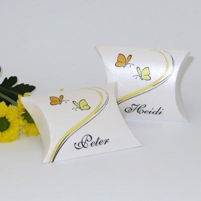 Moderne Hochzeitsdrucksachen mit Schmetterlingen