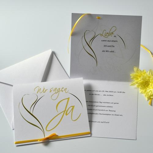 Frische Hochzeitseinladung mit einer abstrakten Blüte in gelb