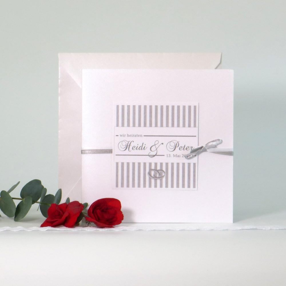 Elegante Einladung für Ihre Hochzeit mit verschlungenen Ringen in grau
