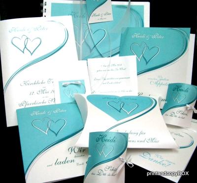 Frisches türkis für die Hochzeitseinladung Herzpaar