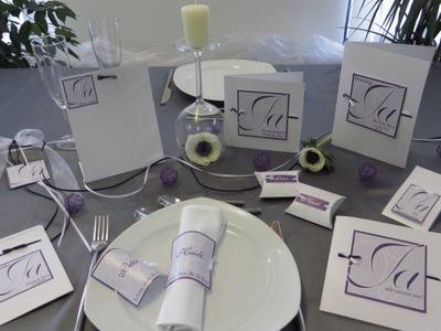 Lilane Hochzeitsdekoration mit modernen Details.