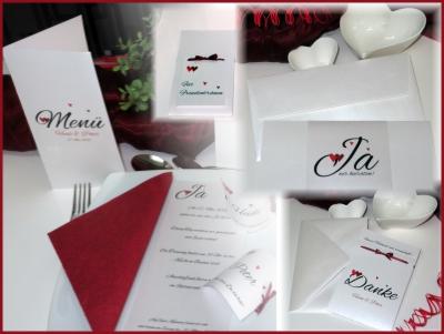 """Ausgefallenes Hochzeitsset mit zweifarbigen Herzen in rot und einem """"Ja"""", das mehr sagt als tausend Worte"""
