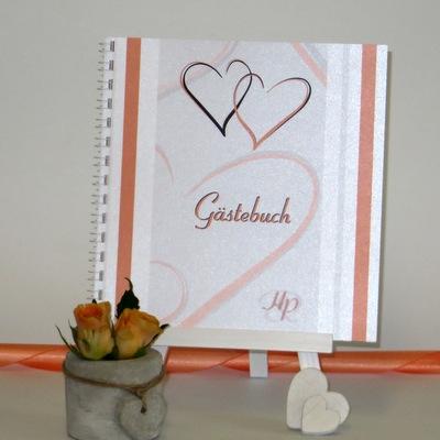 Modern gestaltetes Hochzeitsgästebuch in orange und weiß.