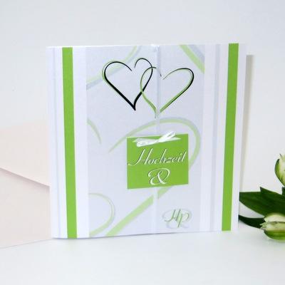 """Grüne Einladung """"Traufe, ich will!"""" mit Herzen und Streifen"""