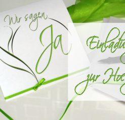 Hochzeitskarte mit modernen Schriften in grün und weiß.