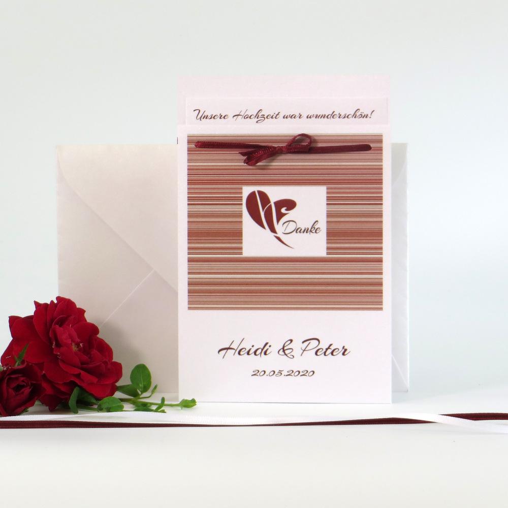 Trendige Danksagungskarte mit feinen Linien in rot, die elegant und modern wirken, sowie einem passenden Band, dass die Karte zusammen hält