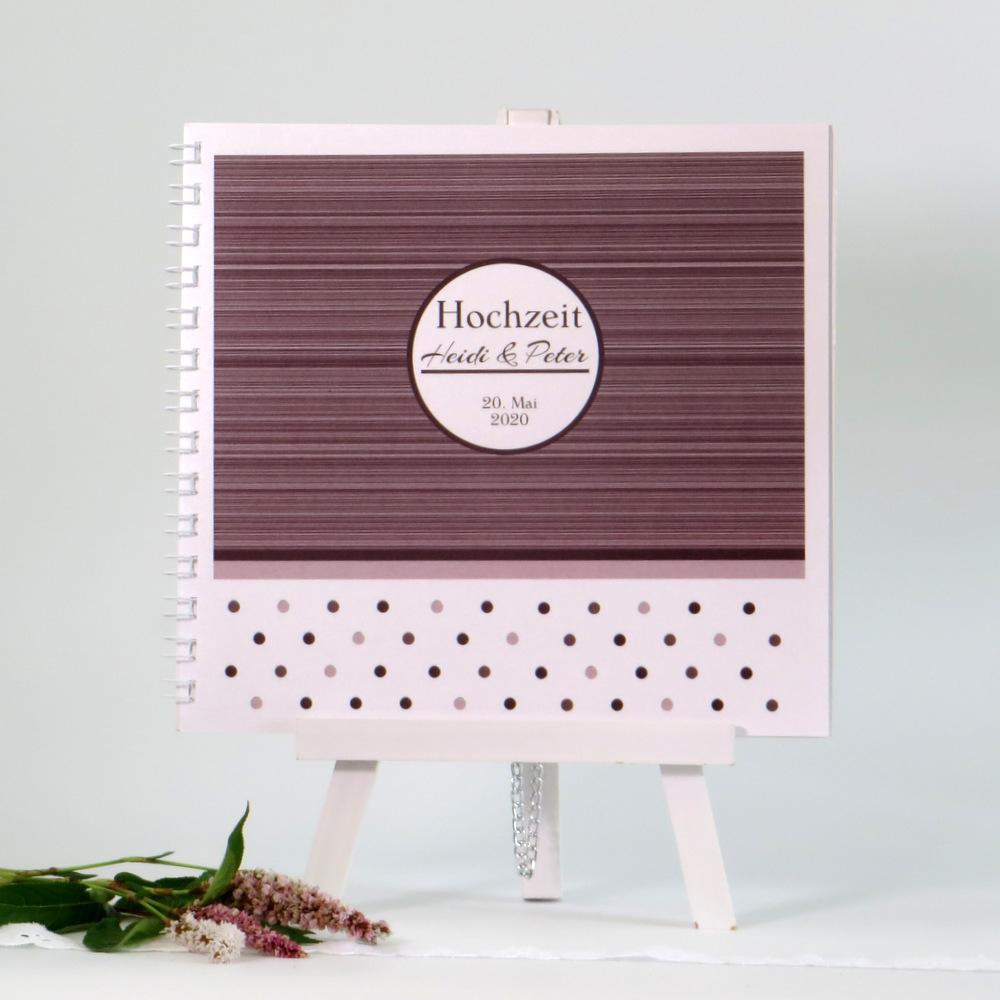 Hochzeitsgästebuch mit einem außergewöhnlichen Streifen- und Punktedesign in braun