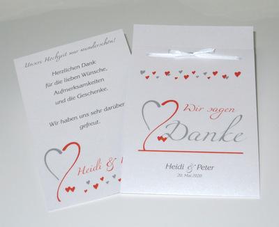 Viele kleine Herzen in orange und grau zieren diese Hochzeitsfototasche