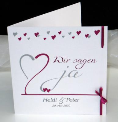 Hochzeitseinladungskarte mit einer edlen Schleife.