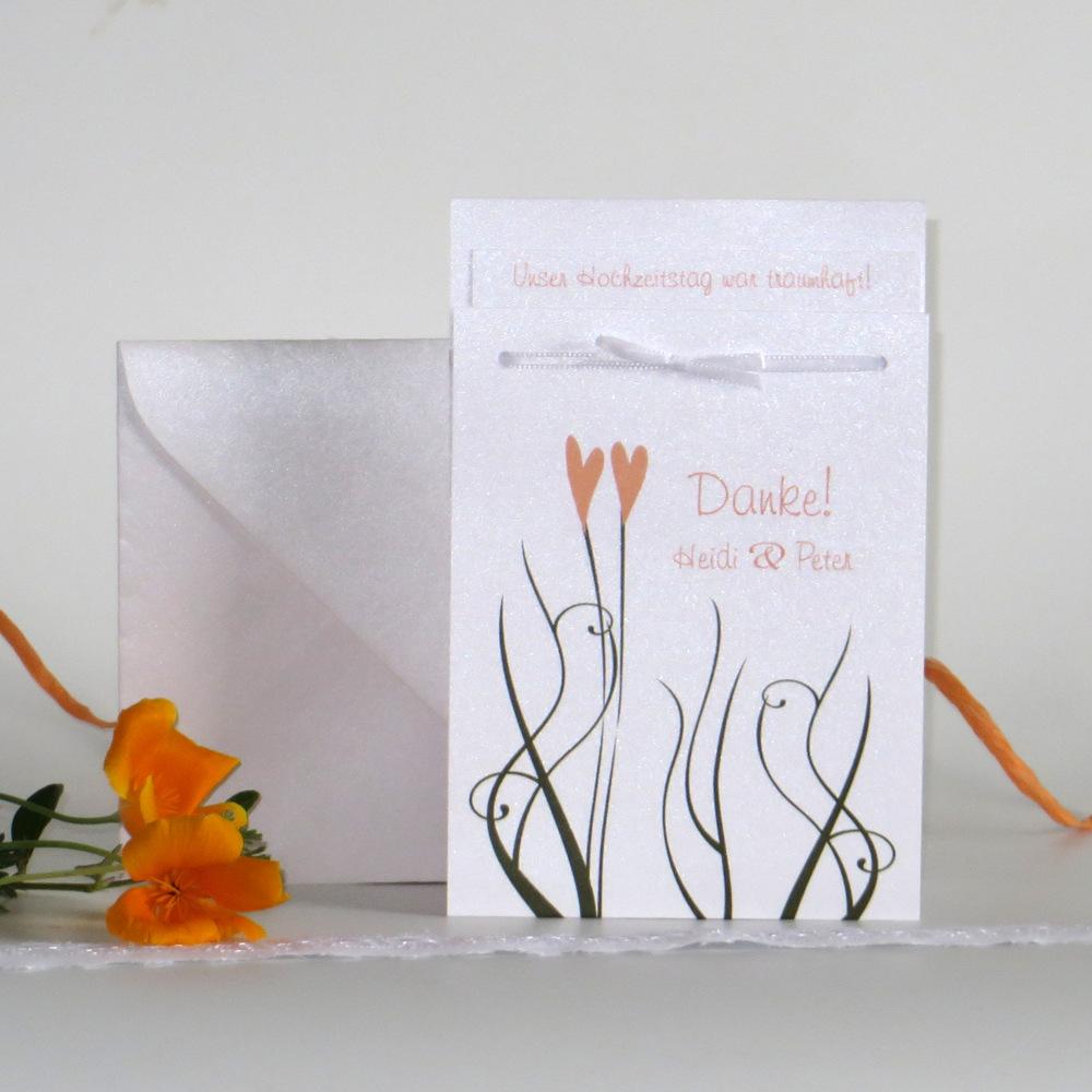 Dankeskarte für eine Hochzeit mit Herzen in apricot.