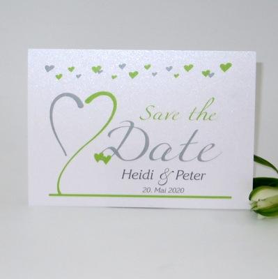 Einmalige Save the Date Karte aus weißem Glanzkarton mit modernem Aufdruck.