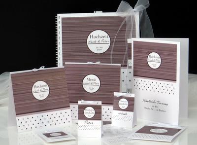 Edles Streifen- und Punktedesign in braun machen dieses Kartenset zur Hochzeit perfekt