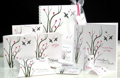 Zauberhafte Karten für eine Hochzeit mit Taufe in grün und pink.