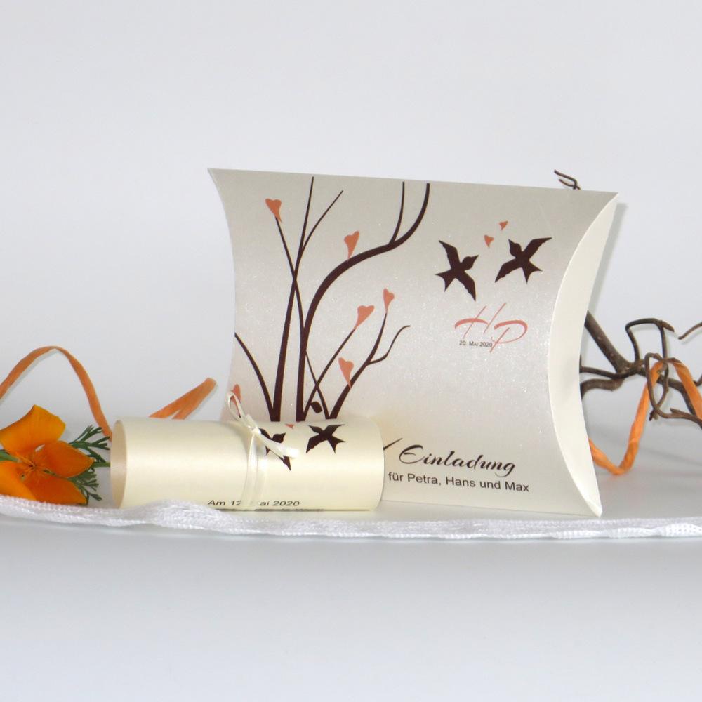 Hübsche Vögel und Äste schmücken diese erfrischend andere Hochzeitseinladungsbox in apricot und braun