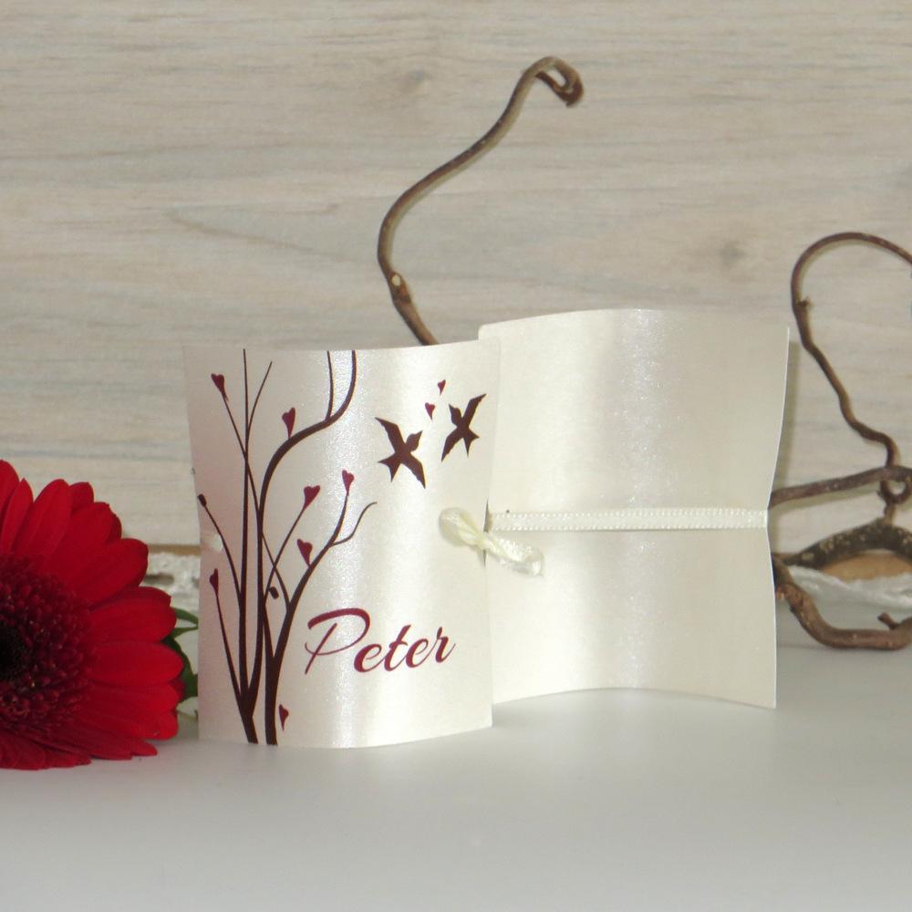Süße Platzkarten in bordeaux und braun - perfekt auch als Serviettenring verswendbar