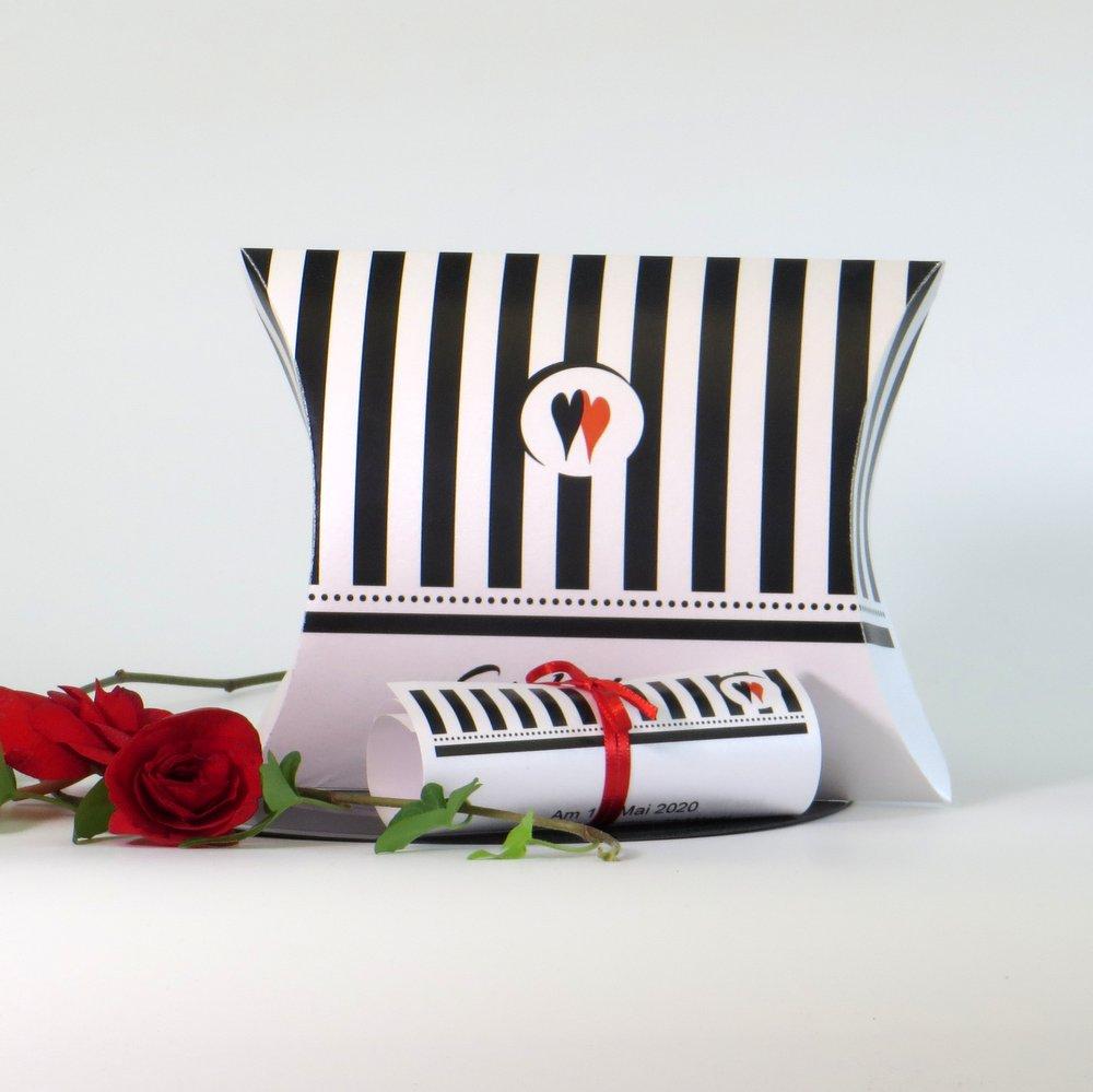 Ausgefallene Hochzeitseinladung als Box mit Schriftrolle