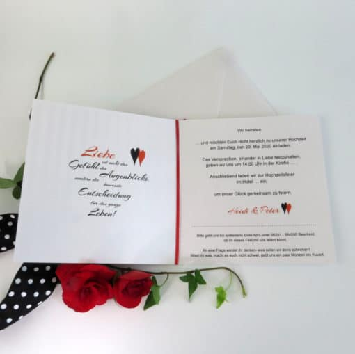 Textgestaltung und Aufteilung auf einer Einladungskarte zur Hochzeit