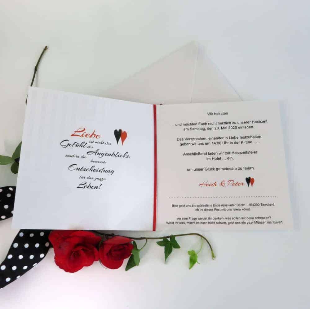 Hochzeitseinladung mit Streifen in schwarz-weiß. Schön für eine Rockabilly-Hochzeit. 1
