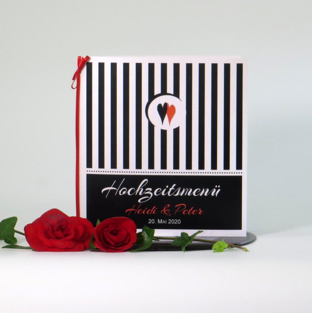 Schwarz-weiß Hochzeitsmenükarte mit kleinen roten Details.
