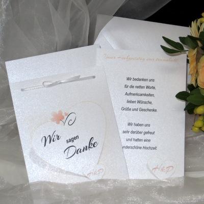 Hochzeitsdankeskarte mal anders, mit Herz in apricot.