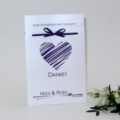 Die besondere Dankeskarte als Fototasche mit einem großen Herz in lila