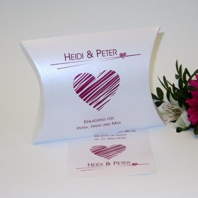 Moderne Hochzeitseinladung in pink in Form einer Box mit viel Herz