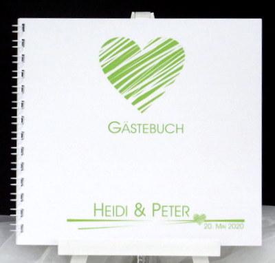 Hochzeitsgästebuch in grün und weiß - mit viel Herz gestaltet.