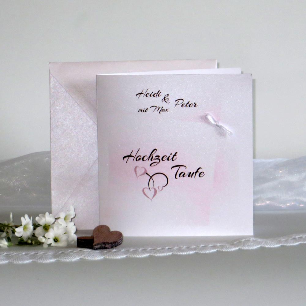 Mit einer Schleife dekorierte Einladung zur Traufe in rosa und braun.
