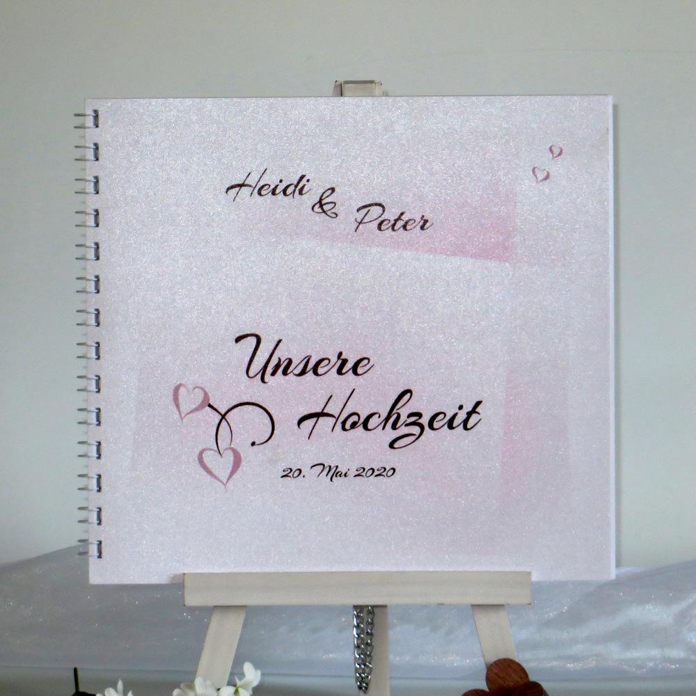 In rosa und braun gestaltetes Hochzeitgästebuch mit Herzen und einem Farbverlauf.