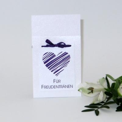 Süße Taschentuchhülle mit edlem Herz in lila und passendem Band