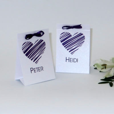 Tischkarten bestückt mit einer Kleinigkeit für Ihre Gäste bei der Hochzeit