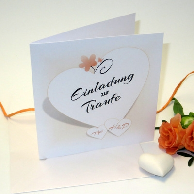 Einladungskarte zur Hochzeit und Taufe in apricot und weiß.