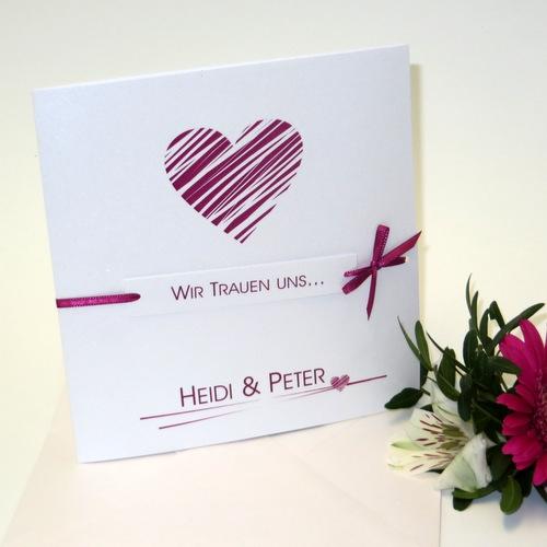 Hochzeitseinladung mit einem Herz in pink