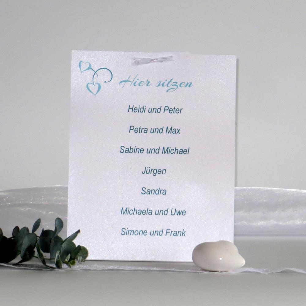 Eine besondere Gruppentischkarte in türkis, auf die bis zu 20 Gästenamen passen