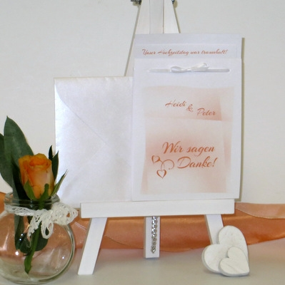 Dankeskarte mit einem stylischen Design in orange.