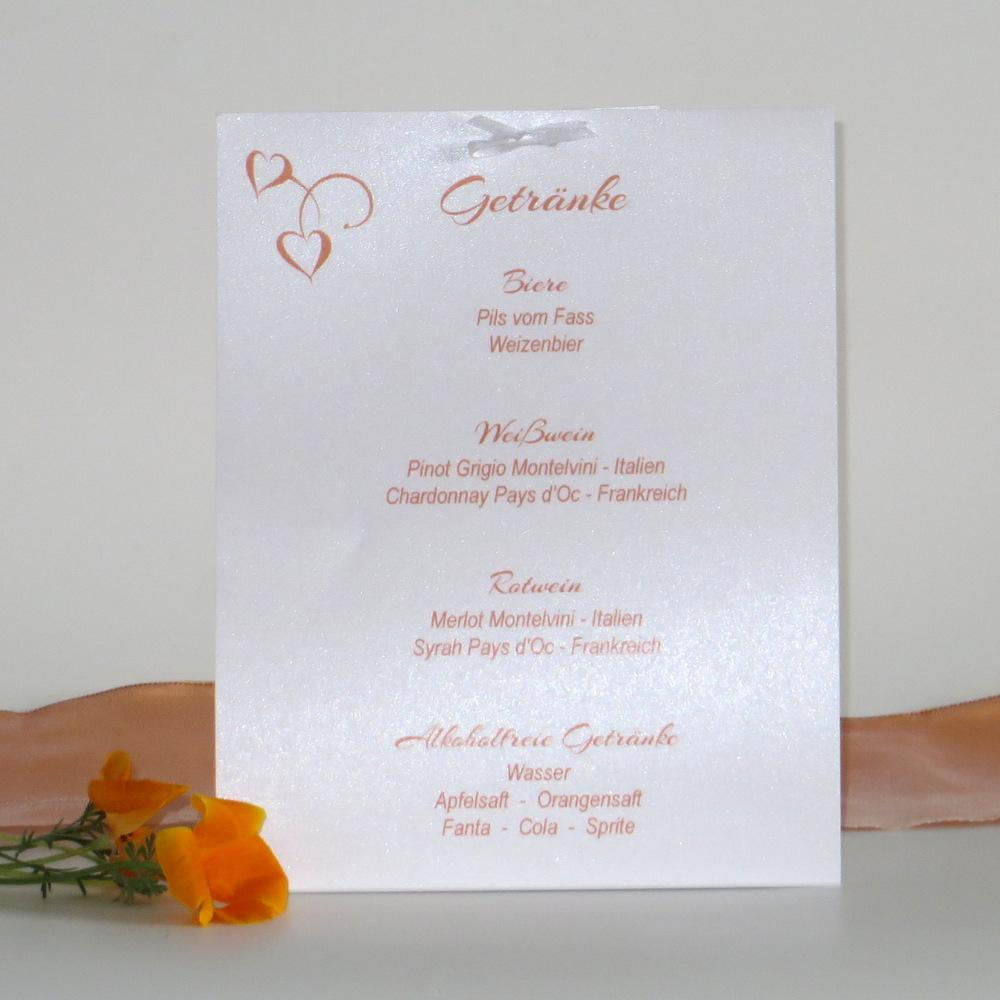 Trendige Getränkekarte mit einem Hochzeitsdesign.