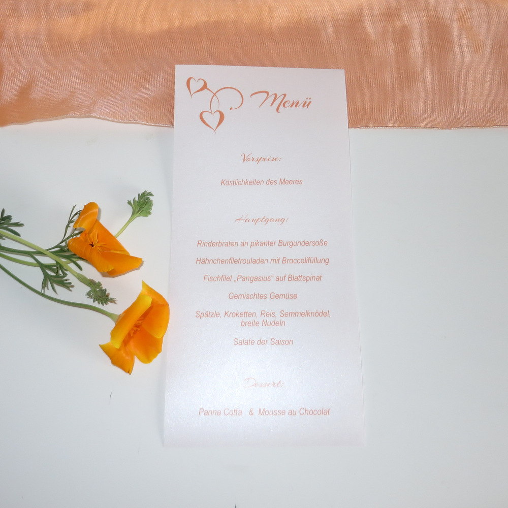 Menükarte für eine Hochzeit in orange und weiß.