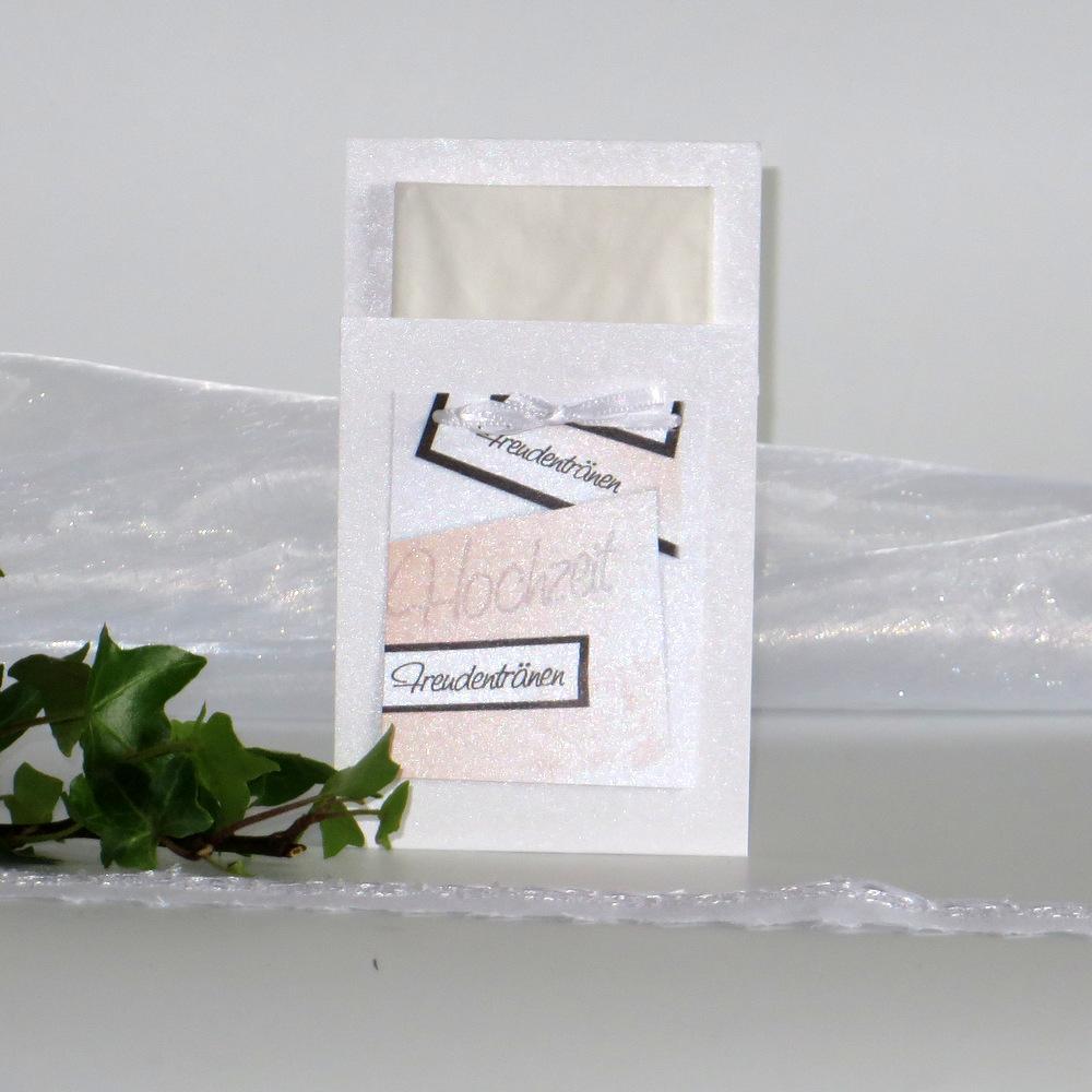Taschentuchhülle mit einem Rosendruck in apricot und braun.