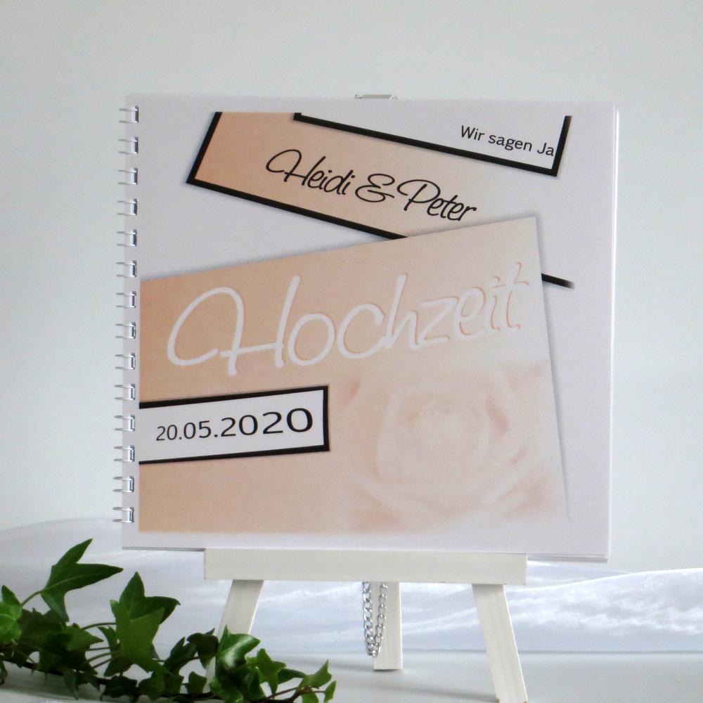 Mit einem edlen Rosendesign und vielen weiteren persönlichen Details gestaltes Hochzeitsgästebuch.
