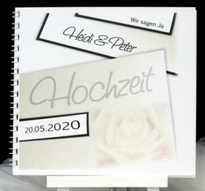 Stilvolles Gästebuch, das mit einer Rose in elfenbein und den Daten des Brautpaares gestaltet ist.