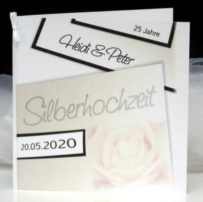 Stilvolle Einladungskarte zur Silberhochzeit mit einer Rose.
