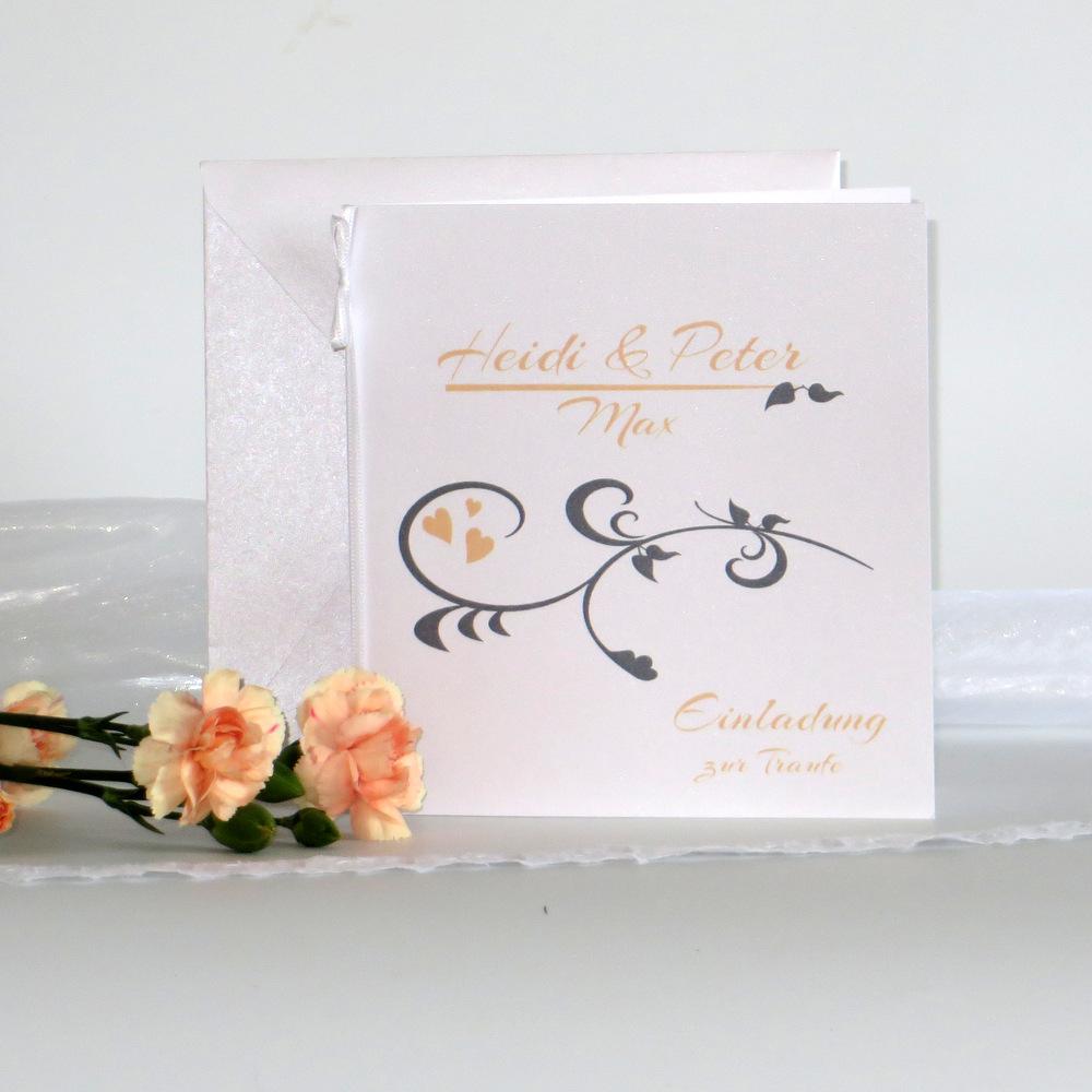 Einladungskarte für eine Traufe bedruckt in apricot und grau.