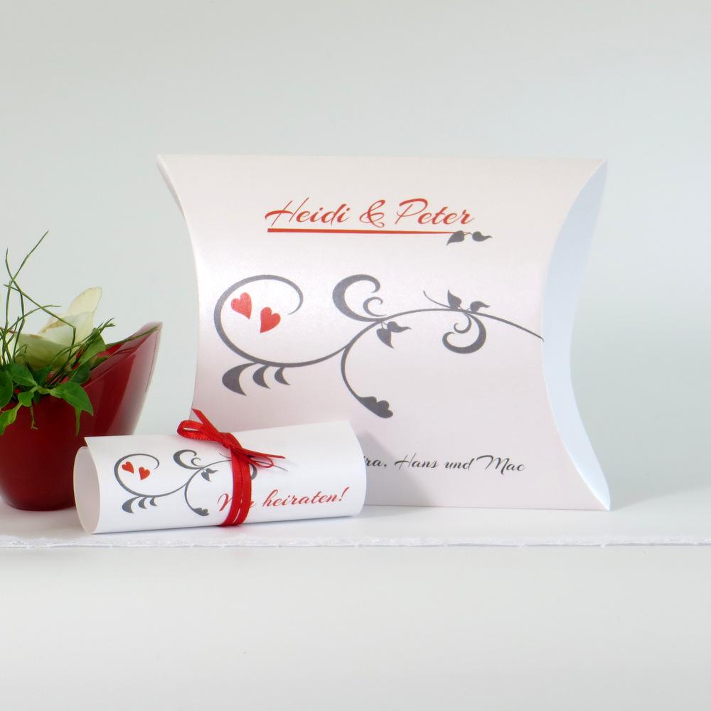 Effektvolle Einladung zur Hochzeit in Form einer Box mit grauen und roten Details