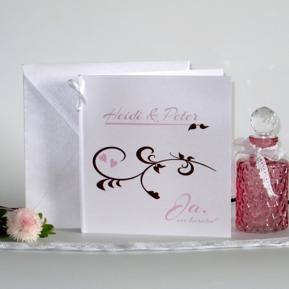 Wunderschöne Hochzeitseinladung mit einem Design in rosa und braun