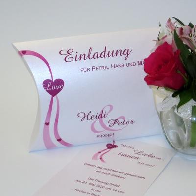 Hochzeitseinladung, die sich abhebt und mit dem modernen Style überzeugt.