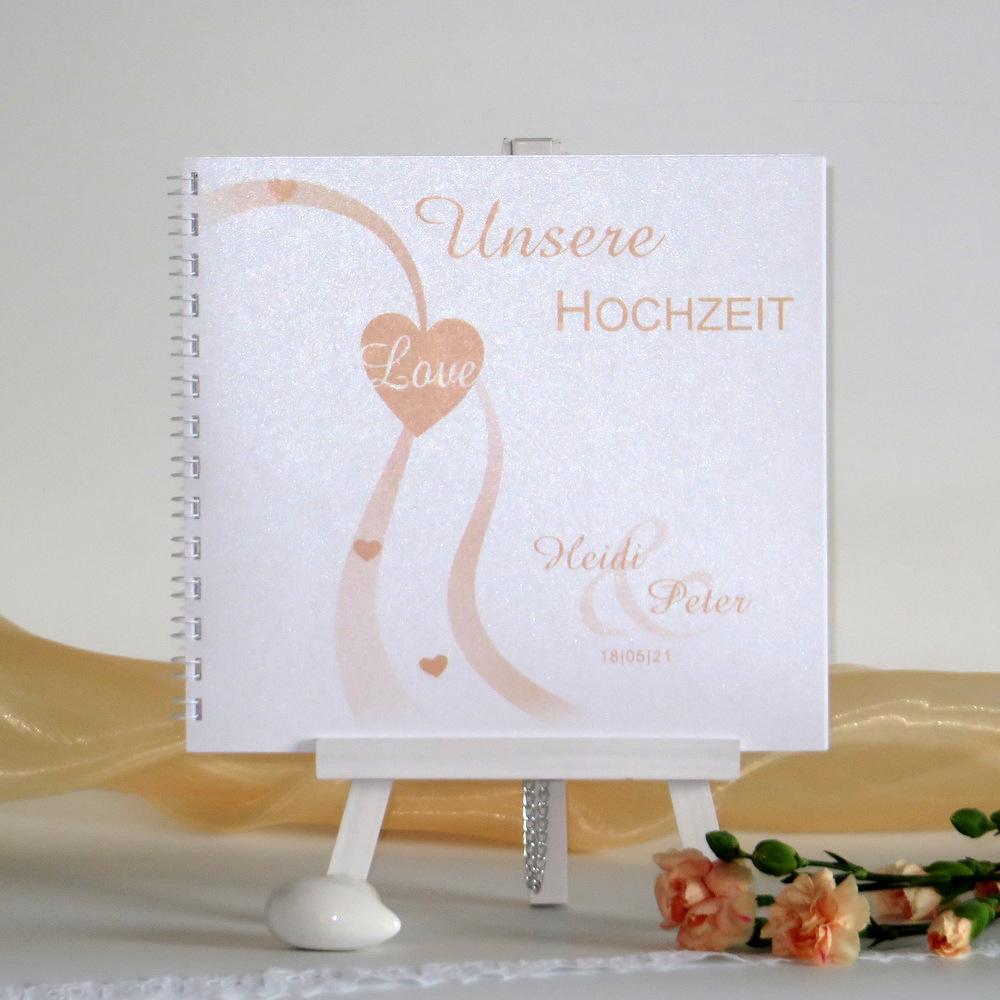 Hochzeitsgästebuch in zarten Farben.