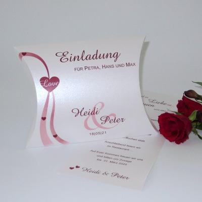 Edel schimmernde Hochzeitseinladungsbox mit roter Gestaltung.
