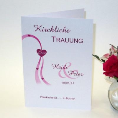 Kirchenheft mit besonderen Schriften und einem harmonischen Design in pink.